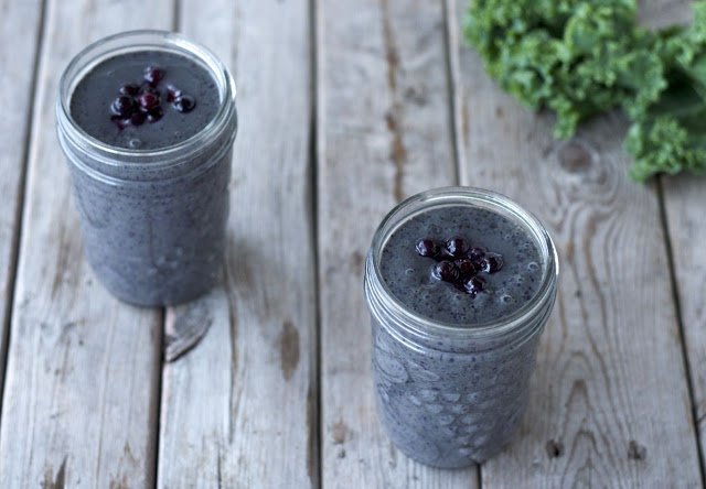 Blueberry-Kale Breakfast Smoothie