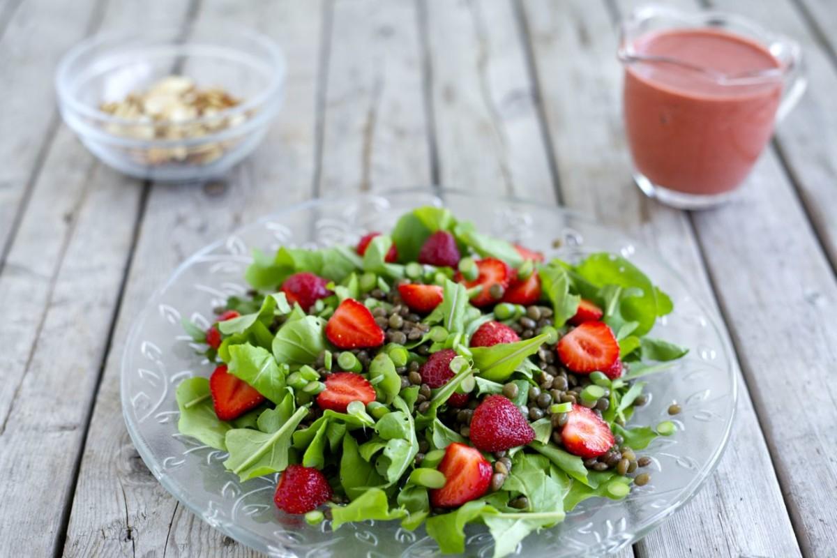 Arugula & Lentil Salad with Strawberry-Balsamic Dressing